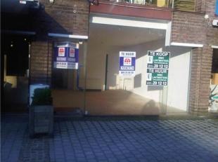 Klein handelspand in Shopping 2 (ook bestemd voor horeca) met klein terras ter beschikking. Heeft ingang via de galerij van de shopping, alsook langs