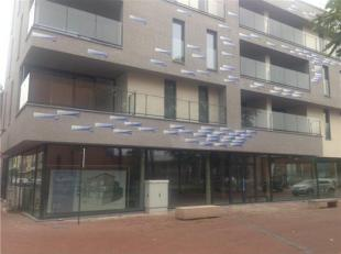 Gelijkvloerse nieuwbouw casco winkelruimte met een oppervlakte van ca. 335 m² gelegen in het centrum van Genk in Residentie Blauw. Het is mogelij