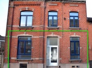 Dans un immeuble de type maison de maître remis à neuf entièrement de deux entités seulement, bel appartement rez de chauss