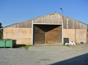 A Peissant, entrepôt à louer de 500 m² avec porte sectionnelle. <br /> Sol béton avec compteurs électriques ind&eacute