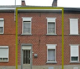 Dans une rue tranquille, à Ressaix, à rénover, maison deux façades, deux chambres avec cour et jardin.<br /> Au rez : cuis