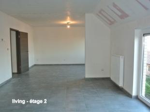 Dans une toute nouvelle résidence tout confort, bel appartement situé au 2ème  étage droit composé comme suit : <br