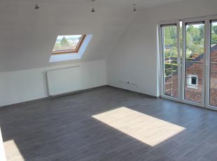 Dans une résidence tout confort, un penthouse neuf lumineux sis au dernier étage composé comme suit : grand hall d'entrée