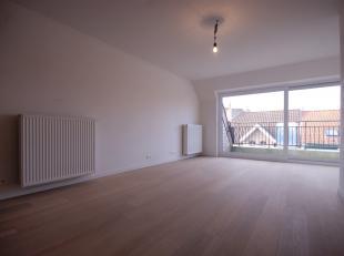 LICHTRIJK appartement met 2 slpks, bureel, 2 badks en ZUIDgericht dakterras te Knokke-Heist!<br /> INDELING:<br /> Vierde verdieping:<br /> Inkomhal -