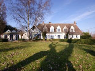 Degelijke villa, met UITSTRALING met zeer veel mogelijkheden!INDELING:Gelijklvoers:Ruime inkomhal - polyvalente ruimte (Praktijkruimte) - living met v