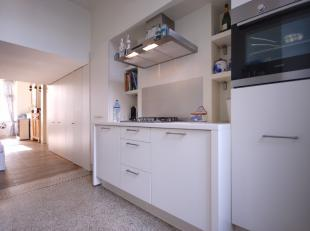Instapklaar GERENOVEERD energiezuinig appartement op centrale ligging te Blankenberge!INDELING:Eerste verdieping:Inkomhal - LICHTRIJKE living met voll