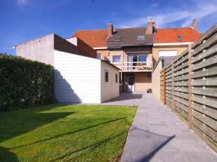 GOED onderhouden woning met garage én tuin met ZUIDgericht terras in rustige straat te Lissewege!INDELING:Gelijkvloers:Inkomhal - afzonderlijk
