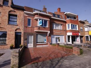 Instapklare gezinswoning met 3 slpks (4slpks mogelijk), parkeergelegenheid en ZUIDger. tuin te Brugge!<br /> <br /> INDELING:<br /> Gelijkvloers:<br /