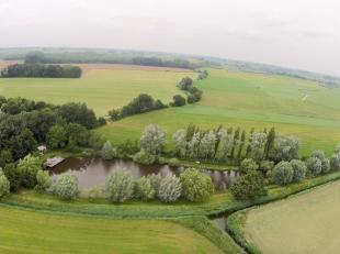 Bent u op zoek naar een oase van groen en rust?<br /> Zoek dan niet verder.<br /> Hier kan u in alle stilte tot rust komen, vissen of zwemmen in de zw