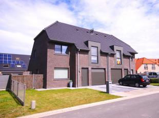 Deze perfect onderhouden woning is een schitterend aanbod! Recent gebouwde woning (°2015), gelegen in een nieuwe woonwijk te Uitkerke, rustig, doc
