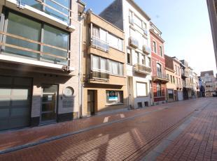 Instapklaar GELIJKVLOERSappartement met terras op wandelafstand van het centrum en de Zeedijk te Blankenberge!<br /> INDELING:<br /> Gelijkvloers:<br