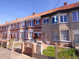 BETAALBARE woning te Roeselare met 3 slpks, tuin, garage én UITWEG achteraan!<br /> <br /> INDELING:<br /> Gelijkvloers:<br /> Inkomhal - ruime