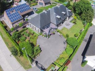 Rustig gelegen woning te Zuienkerke op interessante ligging!<br /> INDELING:<br /> Gelijkvloers:<br /> Ruime inkomhal - LICHTRIJKE living met open haa