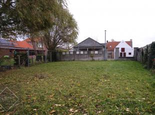 Instapklare woning (4 à 5 slpks) met achterliggende loods op slechts 5 min. van de N49 (Expressweg) te Sint-Laureins (nabij Maldegem), uitermat