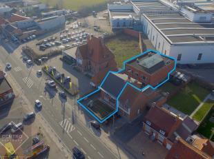 OPPERVLAKTEN:Constructie - bewoonbare oppervlaktenKantoorgebouw vooraan:± 215m2 (waarvan 115m2 op gelijkvloers)Kantoorgebouw achteraan:±