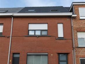 Co Immo verkoopt een ééngezinswoning met 3 slaapkamers. Gelegen in het centrum van Kapelle-op-den-Bos en vlakbij het marktplein, winkels