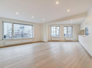 Mooi, lichtrijk, kwalitatief gerenoveerd appartement van 92m2 met 3 slaapkamers en terrasje in het gegeerde BOHO. De bijzonder goede, functionele inde