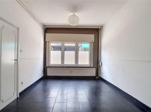 Londerzeel centre - Dans un petit immeuble de 5 appartements + 1 RDC commercial (agence de voyage) à faibles charges - Studio entièremen