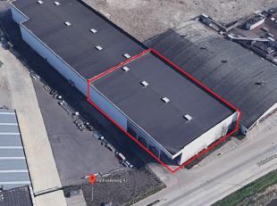 """Bedrijfsgebouw/productiehal van 1600 m² eventueel uit te breiden met 808 m² gelegen in IZ """"Herdersbrug"""".  Vrije hoogte 8,2m en 9,4m tot de n"""