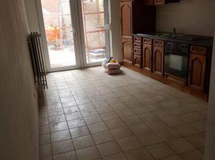 Idéalement située dans une rue calme non loin de l'axiale boraine, cette maison se compose de :salon, sam cuis éq, wc, 2ch, sdb,