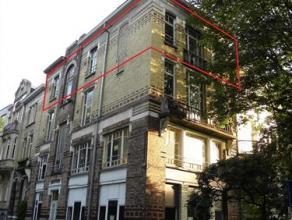 Centraal gelegen appartement nabij Centrum en Muinkpark.. Het betreft een appartement op de derde verdieping van een huis met drie verdiepingen. Klein