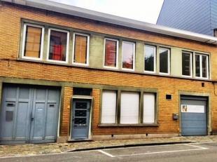 Gerenoveerd 2 slk appartement nabij Gent-Sint-Pieters. <br /> Het betreft hier een instapklaar en vernieuwd appartement op de eerste verdieping.<br />