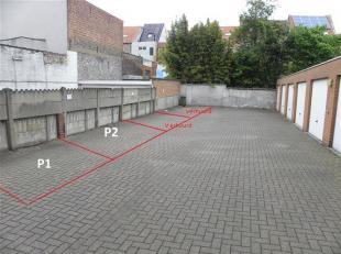Goed gelegen BUITEN STAANPLAATSEN ( 2)  .<br /> Deze staanplaatsen (P1  en P2  op foto)  bevinden zich in openlucht.<br /> Parking is afgesloten met a