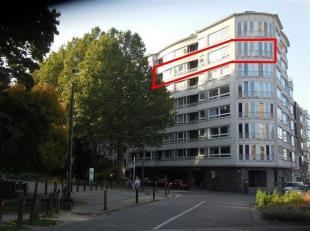 RUIM EN AANGENAAM 2 SLPK-APPARTEMENT, MET ZICHT OP PARK EN MET BALKON<br /> Aan de rand van het Citadelpark vlakbij het Sint-Pietersstation in Gent, v