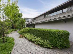 Prestige, luxe en ruimtelijkheid zijn woorden die tekortschieten bij de mooiste diamant in Edegem, deze Corbieau woning is een van zijn mooiste verwez