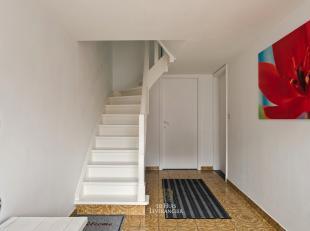 De locatie van deze woning kan U reeds aanstippen als zeer positief, nabij de verbindingsweg tussen Mortsel en Lier, aan de rand van het gezellige dor
