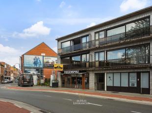 U zoekt een ruim, te moderniseren, appartement in Kontich-centrum waar u werkelijk alle winkels binnen handbereik heeft ?<br /> Twee slaapkamers, badk