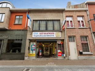Midden in het centrum van Kontich vinden we deze handelszaak met bovengelegen duplex-appartement terug, zalig gelegen, waar elke dag honderden klanten