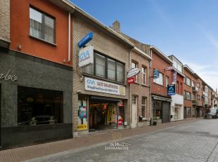 Midden in het centrum van Kontich vinden we deze handelszaak met bovengelegen duplex appartement zalig gelegen, elke dag honderden klanten die voorbij