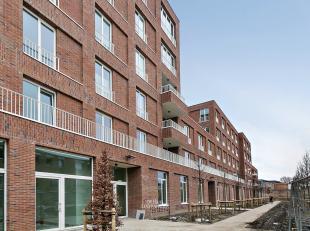 Sublieme combinatie van rustig en groen wonen met alle mogelijke voordelen van het stad.  Dit bijzonder aangenaam gelijkvloersappartement met zalige z