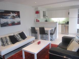 Eén slaapkamer appartement ca. 65 m2 op derde verdieping met wijd uitzicht over hippe Vogelenmarkt Antwerpen Centrum.Appartement behelst inkomh