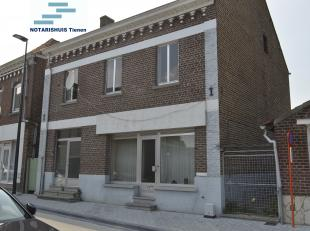 LINTER (Wommersom) Zandstraat 4a + 6: WONING MET TUIN. Vroeger deels ingericht als bankkantoor. Gelijkvloers: twee ingangen. <br /> 1. nummer 4a: (vro