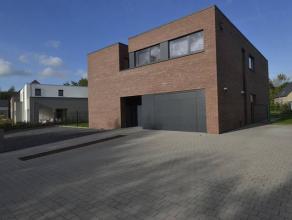 Splendide et luxueuse villa neuve (construction 2014). Située dans un des plus beaux nouveaux quartiers résidentiels de la région