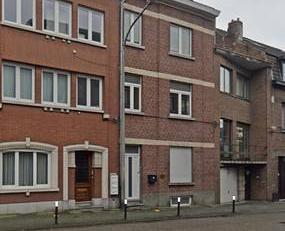 Spacieuse maison d'environ 350 m² de surface habitable avec jardin. Idéal pour profession libérale ou famille nombreuse ou encore 2