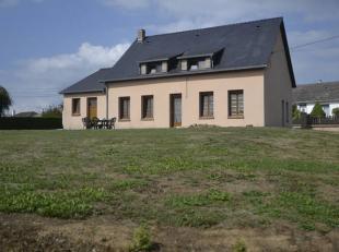 Très belle villa plein + étage (pavillon) en excellent état sur 1335 m² (13 ares 35 ca).Localisation : cette villa est log&e
