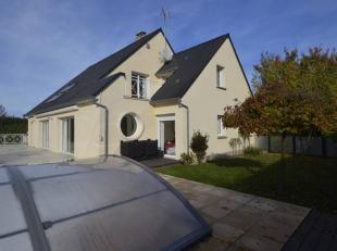 Magnifique, luxueuse et grande villa sur 3 niveaux habitables de +/- 500 m² logée sur 17 ares avec piscine extérieure. Coup de coeu