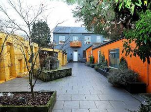 Maison entièrement rénovée avec nouvelle annexe construite en 2005. Convient pour prof. libérale ou centre welness.Composi