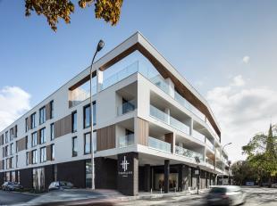 Prachtig en ruim nieuwbouwappartement op de 2e verdieping gelegen aan de straatkantbestaandeuit: inkom, apart toilet, ruime leefruimte met open keuken