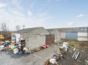 Het magazijn is gelegen dichtbij de invalswegen (R8) in Kuurne. Het magazijn heeft een oppervlakte  van 940m² en  opslagruimte van 340m². Du