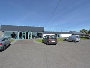 Pondrôme (Beauraing) : Spacieuse surface commerciale (show-room + réserves + parking) idéalement située sur l'axe BEAURAING