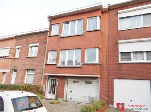 Constructieve opbrengstgebouw gelegen in een rustige wijk te Deurne-Noord nabij de Bremweide -<br /> Indeling: Glv Ruime garage met oprit - achteraan