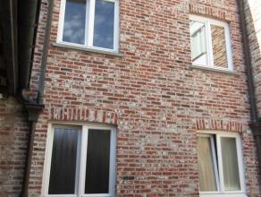 Verzorgd duplex appartement op het gelijkvloers en de eerste verdieping gelegen in hartje Brugge en toch op een zeer rustige locatie (doodlopende stra
