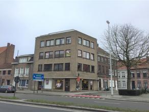Vernieuwd appartement op wandelafstand van het stadscentrum van Brugge. Dit appartement omvat een inkomhal met gastentoilet. Ruime woon- en eetkamer m