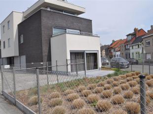 Zonnig appartement op gelijkvloerse verdieping. <br /> Dit appartement omvat een inkomhal met gastentoilet en wasberging. Verder is een lichtrijke woo