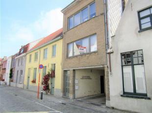Gezellig appartement in kleine residentie gelegen in hartje Brugge doch zeer rustig gelegen.<br /> Er is een inkom met vestiaire. Een heel luchtige wo