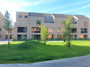 Instapklaar nieuwbouwappartement met zonnig terras. <br /> Dit appartement omvat een inkomhal met gastentoilet. Er is een lichtrijke woon- en eetkamer